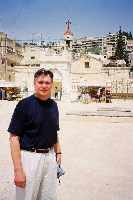 Николай Ващилин у  храма Благовещения в Назарете.2000