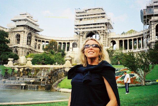 В Марселе у музея искусств.2001