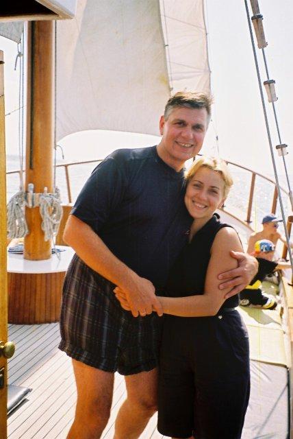Николай Ващилин с Инной на морской прогулке на Кипре