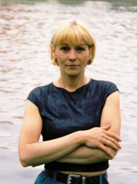 Елена у пруда в отеле Хургады