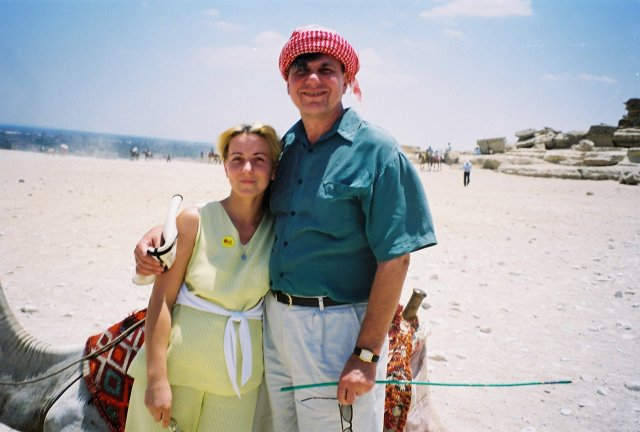 Николай Ващилин с Инной возле пирамид