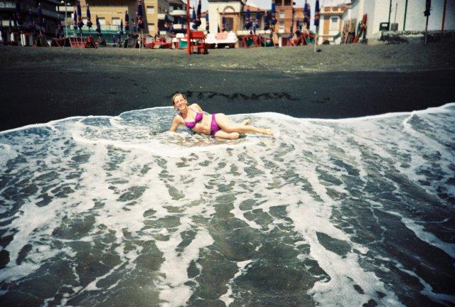 На пляже в Остии под Римом.1989