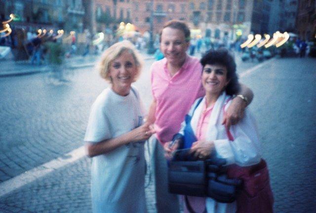 На пяцца Навоне в Риме с американскими друзьями.1989