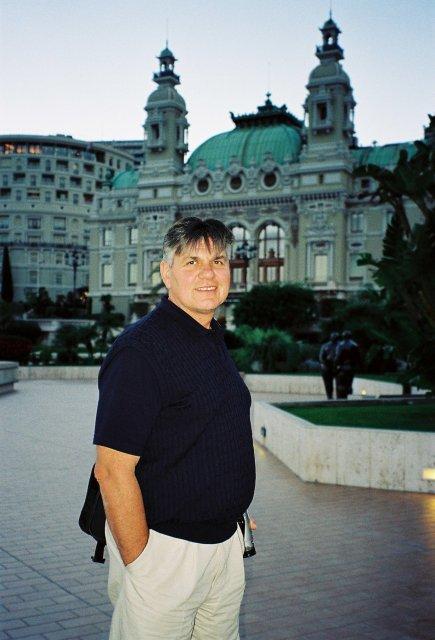 Николай Ващилин у казино в Монте-Карло.