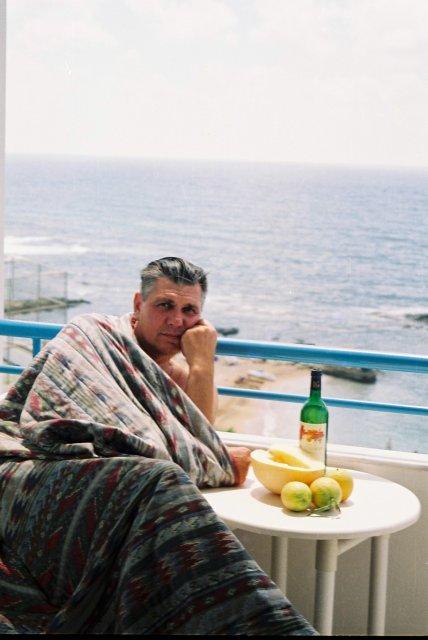 На балконе отеля на Кипре