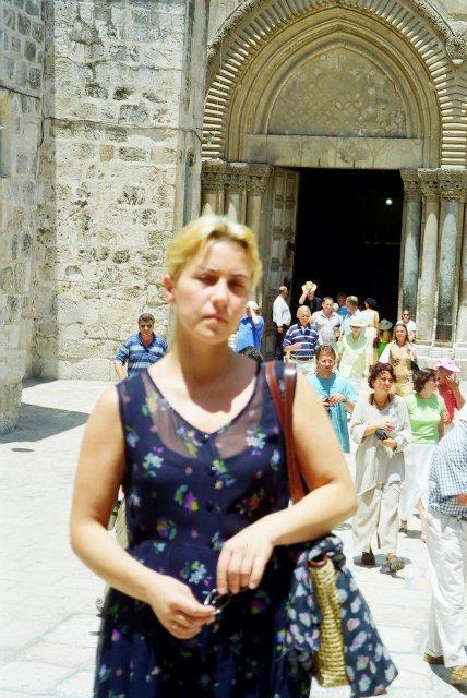 У входа в храм Гроба Господня в Иерусалиме
