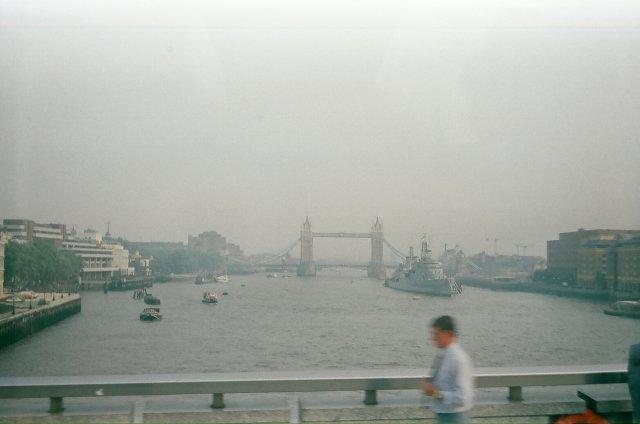 Лондонский туман над Темзой.