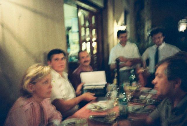Вечеринка в ресторанчике на пьяцца Навоне в Риме.