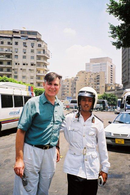 С полицейким в Каире