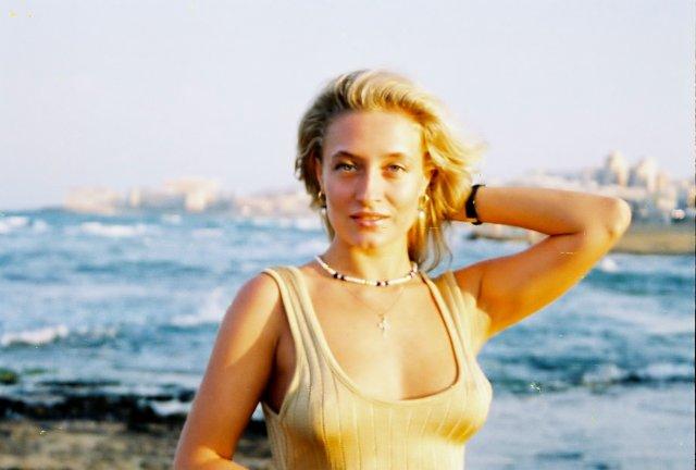 Алиса на пляже Торовьехо.1995 фото Никиты Михалкова