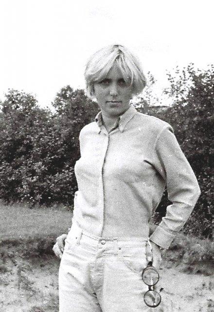В заграничных обновках - джинсы и батен-даун.1970