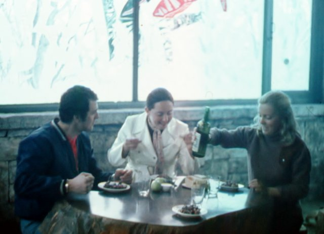 В заграничном кафе .1972
