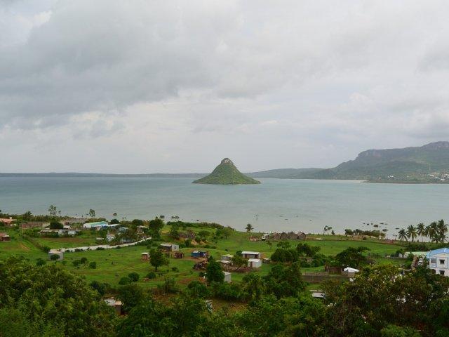 Остров возле Таматабе, названный Сахарная голова.