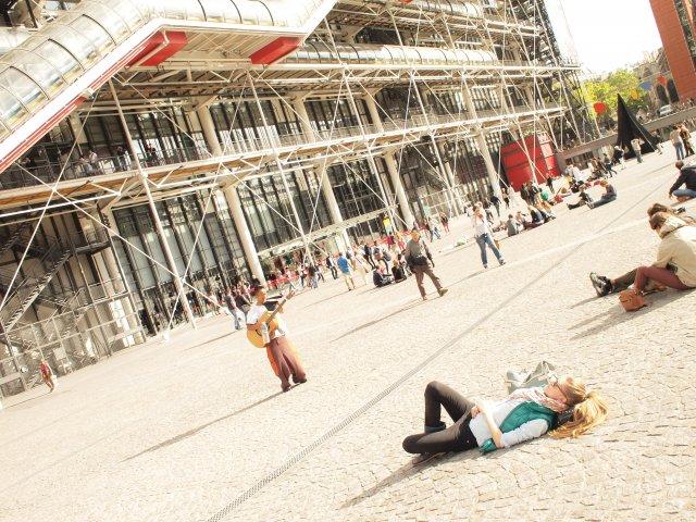 Площадь перед центром Помпиду