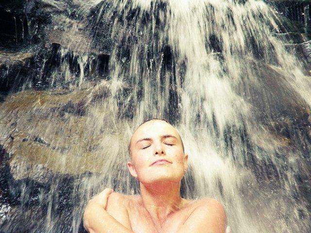 Водопад в Карпатах, Украина