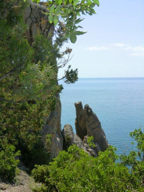 Скалы в Синей бухте.