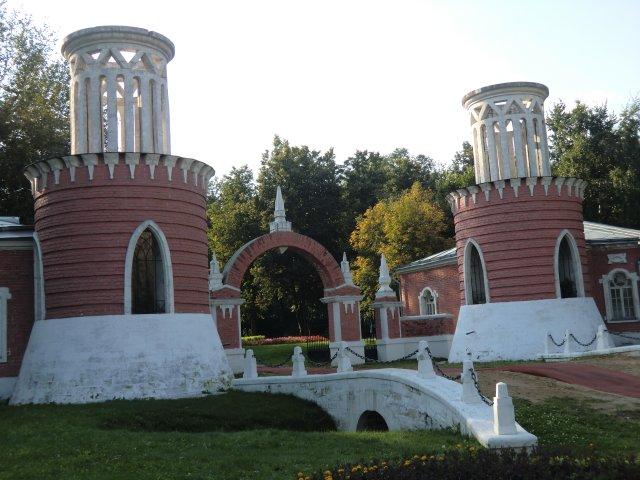 Вход в Воронцовский парк Москвы.