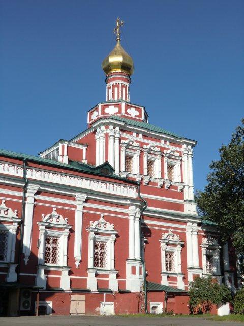 Трапезная палата с Успенской церковью.