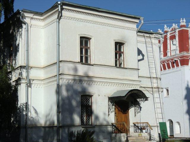 Филатьевское училище для девочек сирот разных сословий и Иосафовская башня.