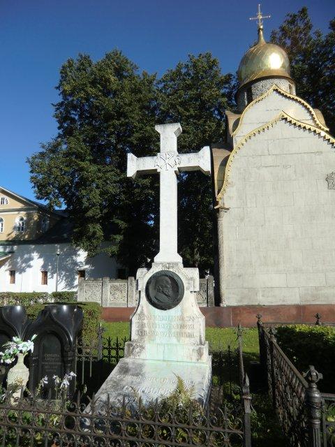 Захоронение С.М.Соловьёва и часовня Прохоровых.