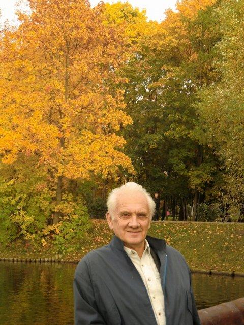 Балихин Владимир Сергеевич осенью 2011-го в Воронцовском парке Москвы.