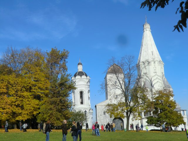 Колокольня, водовозная башня и церковь Вознесения Господня.
