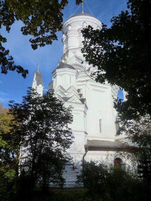 Столпообразный храм усекновения главы Иоанна Предтечи. Высота 32 м.