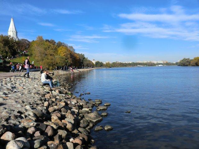 Набережная Москвы-реки в Коломенском.