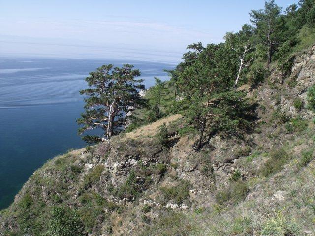 Крутые берега Байкала.