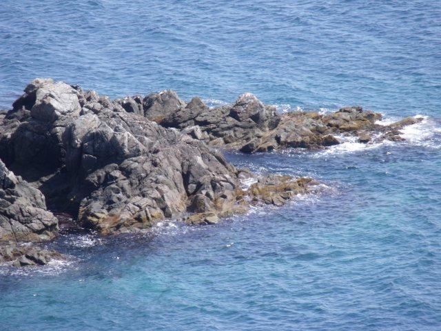 Скалистые берега океана.