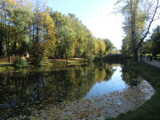 Каскад прудов в Воронцовском парке.