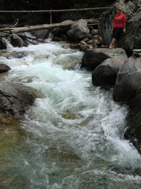 Мостик через горную речку Кынгарга.