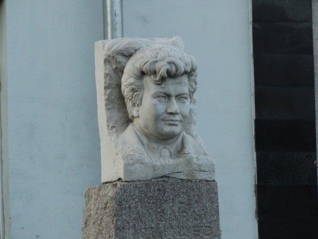 Памятник Л.В. Кокышеву
