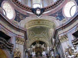 Вена  Собор Святого Петра внутри.Орлы кое где ещё двуглавые