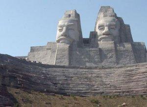 Скульптуры императоров Китая Ян и Хуан