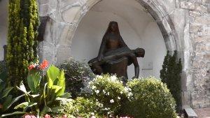 """Скульптура """"Дева Мария оплакивает Своего Сына"""""""