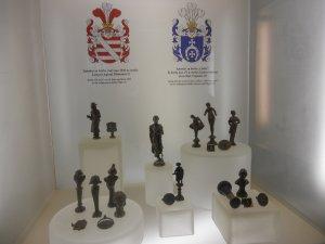 Фигурки и гербы