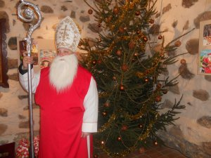 Человек в костюме св. Николая