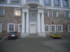 Название улицы, на которой расположено здание, не могу различить, а номер дома виден хорошо - 5