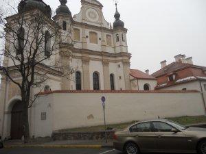 Тот же храм вблизи (на стене можно увидеть номер дома - 9)
