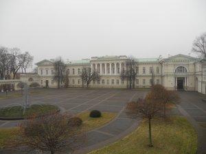 Площадь с дворцом