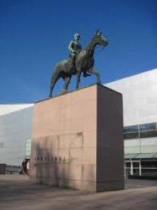 Тот же памятник с другой стороны