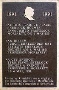 Памятная табличка о победе Холмса над Мориарти