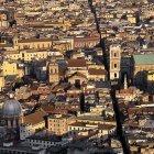 Неаполь - улица Spaccanapoli