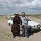 Встреча автора с пожилым монгольцем, одетым в традиционные одежды
