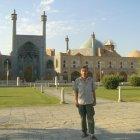 Автор перед Мечетью имамов
