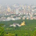 Вид на город Цзинань с горы, Китай
