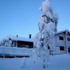 Коттедж, покрытый снегом, горнолыжный курорт Рука, Финляндия