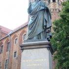 Памятник Николаю Копернику в Торуни, Польша