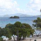Сапфир бич ризорт, вдали остров Сент Джон